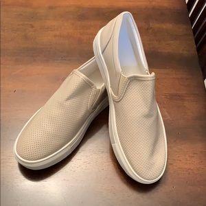 Chellysun slip on shoes